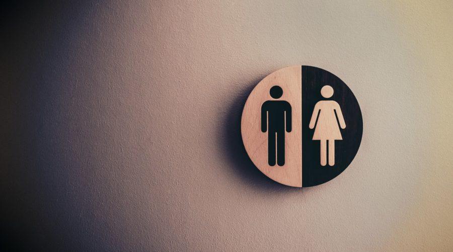Compartilhamento de vestiário por homens e mulheres gera dano moral, diz TRT-12