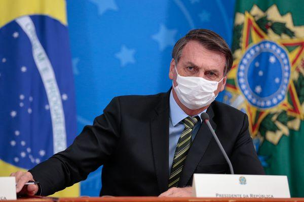 Bolsonaro veta ajuda financeira a agentes de saúde incapacitados para o trabalho devido à covid-19