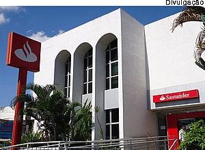 Santander deve realocar integrante do grupo de risco em agência perto de casa