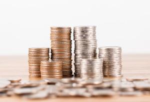 Homem que finge pobreza, mas ostenta luxo deve pagar pensão alimentícia