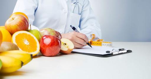 Nutricionista que prestava consultoria não consegue vínculo empregatício com entidade beneficente