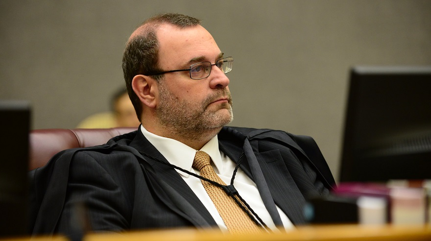 Diante de lacuna, STJ interpreta lei anticrime em favor de condenado por homicídio